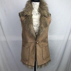 Forever 21 NWOT Stylish Faux Suede/Fur Vest Size S
